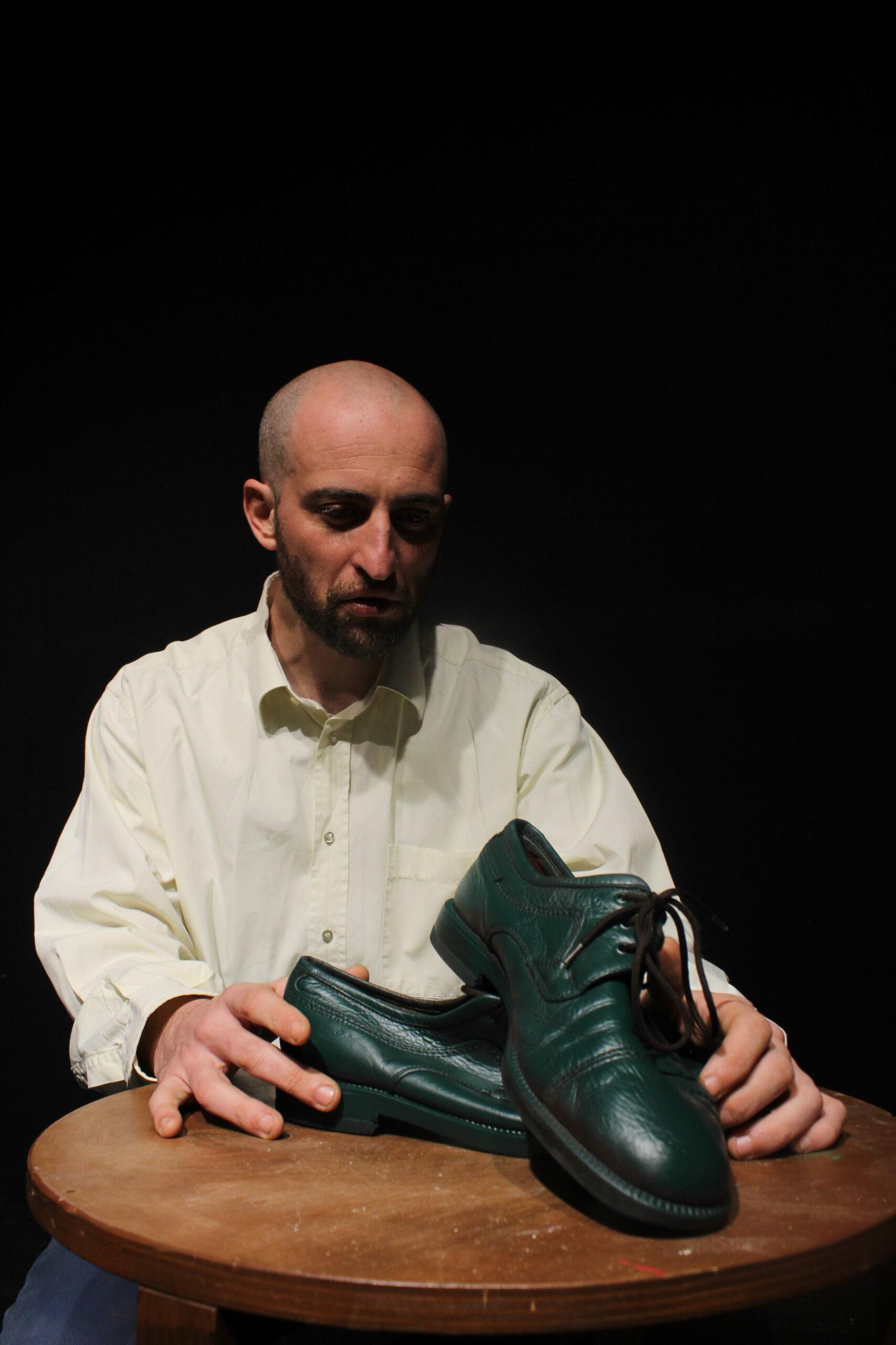 Le scarpe di vernice verde